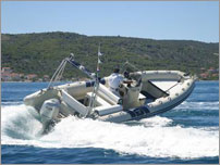 rent a exclusive speed boat - FLYER 747 with Honda 225 HP Advance