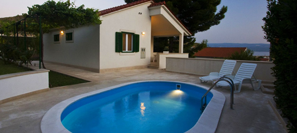 Holiday villa with pool for rent in Dugi Rat on Split Riviera Croatia