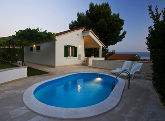 2 bedroom villa with private pool in Split riviera