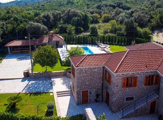 Authentic Dalmatian stone villa with swimming pool in Konavle