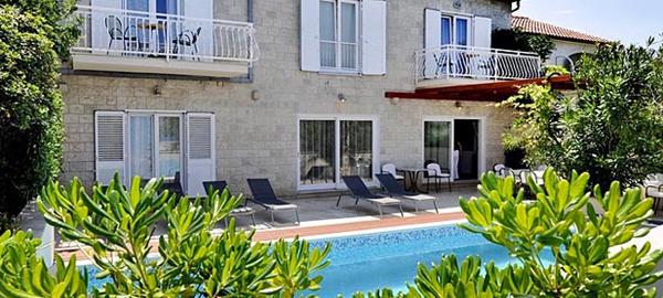 Beach villa with pool in Mirca on Brac Island