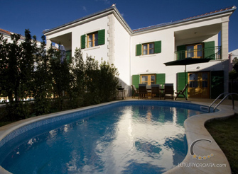 Holiday villa with pool and garden in Hvar