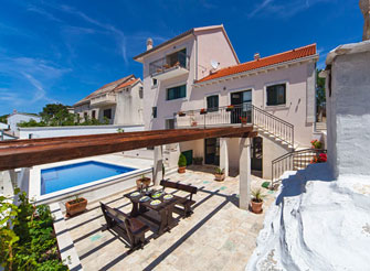 Centrally located four star villa with swimming pool in Povlja on Brač Island