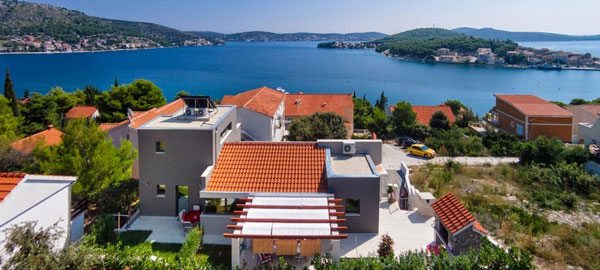 Holiday villa with pool in Rogoznica in Dalmatia
