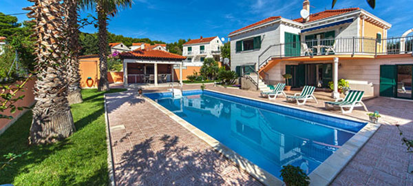 Rustic rental villa with swimming pool in Sumartin on Brač Island