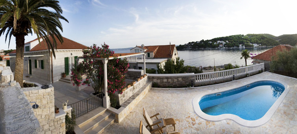 Delightful Dalmatian stone holiday villa with pool in Sumartin on Brac island in Dalmatia