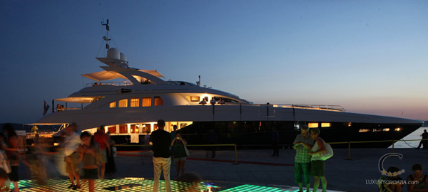 Luxury yacht for charter 6 cabins / sleeps 12 - home port Zadar