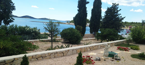Luxury villa on the beach near Pirovac in Šibenik region