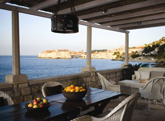 Exclusive villa in Dubrovnik with direct view on the Old town walls