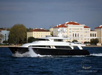 Navetta 30 Custom Line - luxury yacht for charter Croatia – 5 cabins / sleeps 10+2