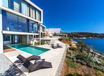 Spacious luxury villa with pool near Primošten