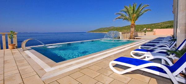 Holiday luxury villa on Korčula Island with pool in Zavalatica
