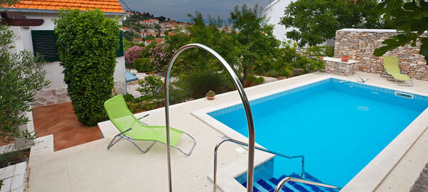 Holiday villa with pool for rent in Sutivan village on Brač Island in Dalmatia in Croatia