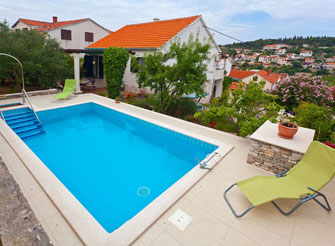 Colorful villa with swimming pool in Sutivan on Brač Island