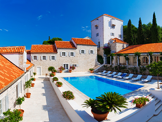 Luxury seafront castle the heritage hotel with pool on for Boutique hotel croatie