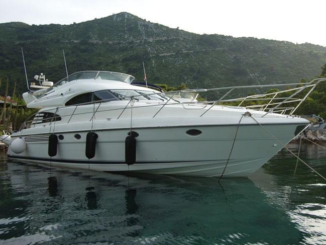 Fairline squadron 55 luxury motor yacht for charter in for Motor yacht charter croatia