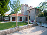 The luxury villa in Dubrovnik can comfortably accommodate up to 6 persons.