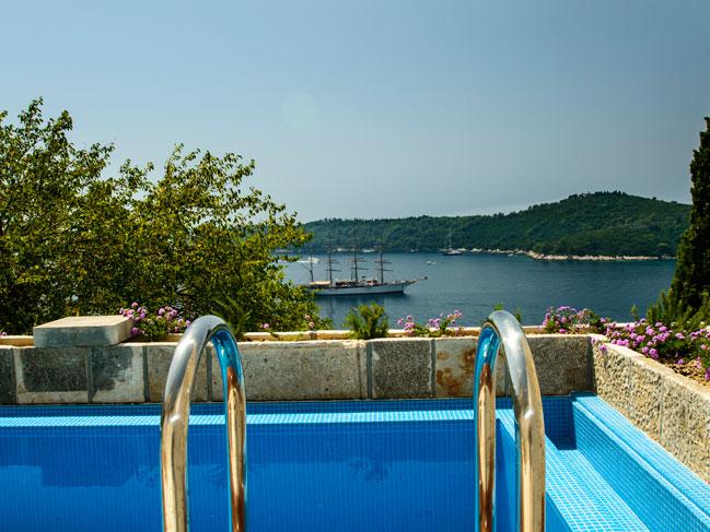 Dubrovnik villas luxury design villa near dubrovnik old city for Stars swimming pool tacloban city
