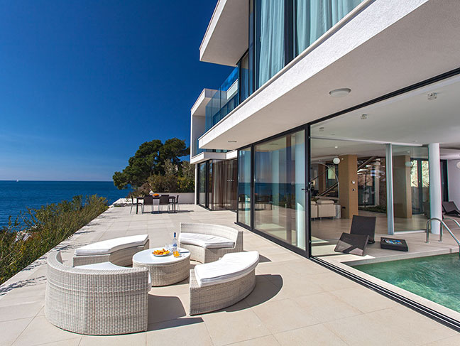 Exclusive Seaside Villa With Pool In Primo Ten