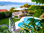 Pool ambience by day in Ciovo luxury villa