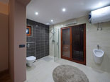 En-suite bathroom in bedroom in the first floor apartment in Ciovo luxury villa
