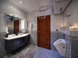 Bathroom of the second bedroom in the first floor apartment in Ciovo luxury villa