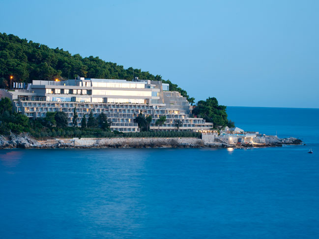 how to get from dubrovnik airport to dubrovnik palace hotel